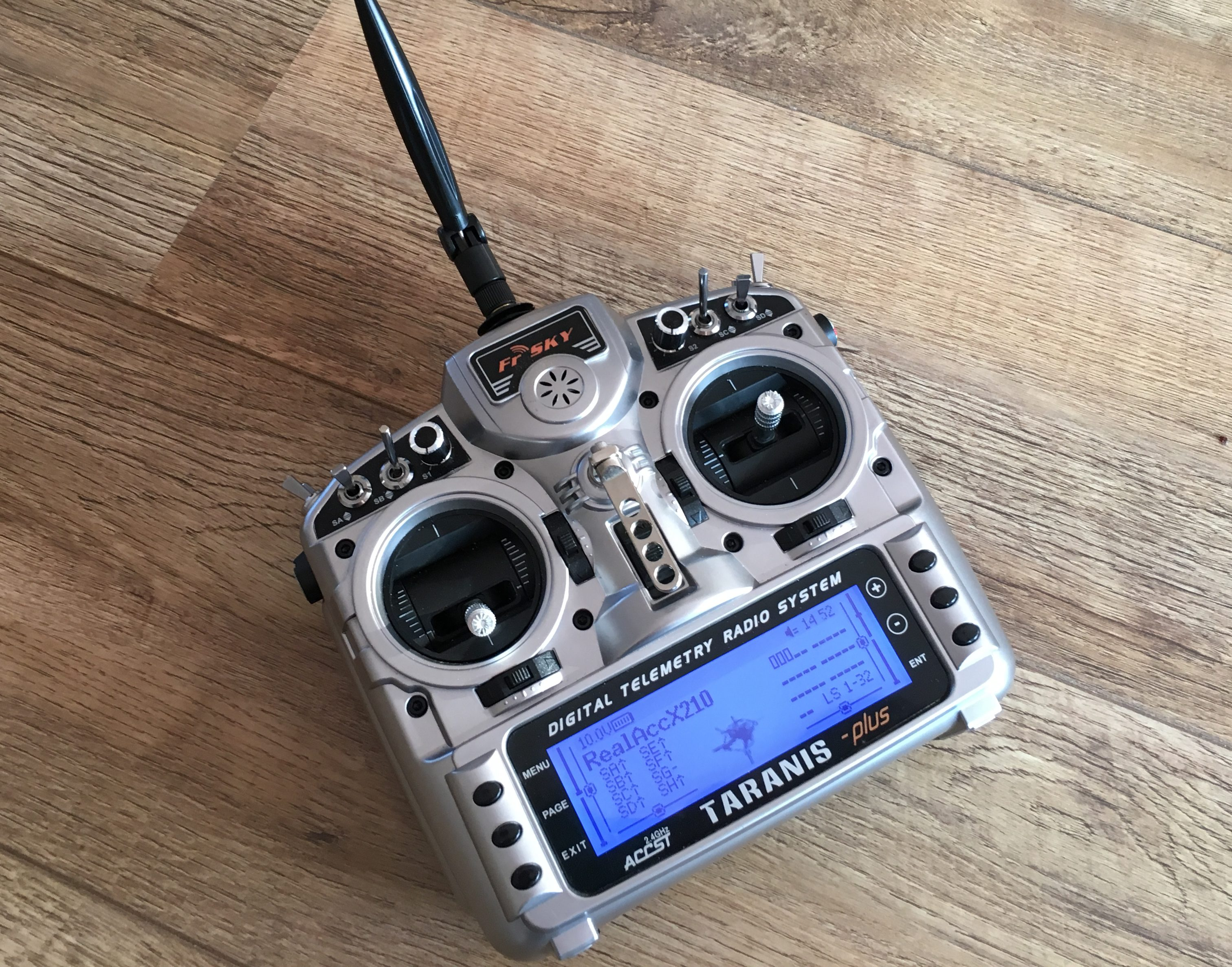 DroneHiTech com – Taranis Antenna Mod